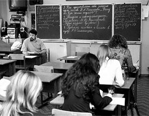 На Украине, где 40% граждан считают родным язык Пушкина и Толстого, стремительно сокращается количество русских школ