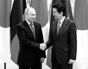У Владимира Путина нет ни моральной, ни юридической причины уступать Синдзо Абэ в территориальном споре