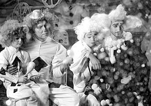 Участники группы «Уматурман» Сергей и Владимир Крестовские в новогодней телепрограмме на канале СТС