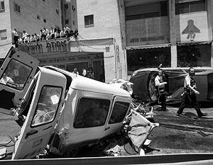 Тяжелый колесный трактор Caterpillar устроил погром в центре Иерусалима