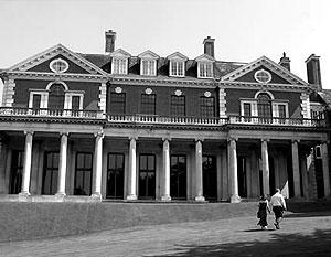 Главное здание Уитанхерст построено в начале XVIII века