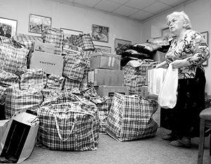 Примерно половину помещений занимают горы больших клеенчатых сумок