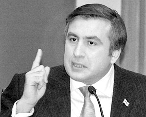 Президент Грузии Михаил Саакашвили упорно намекает на российский след в подрыве газопровода