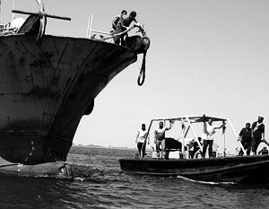 У берегов Сомали продолжается беспрецедентная по своим масштабам драма с захватом судов пиратами