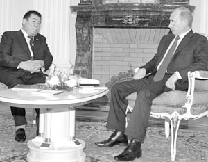 Напряженная программа Владимира Путина началась прямо в понедельник – когда он  встретился в Кремле со своим туркменским коллегой Сапармуратом Ниязовым