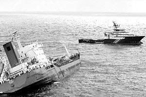 В заливе Ла-Манш затонул  танкер, перевозивший около 10 тыс. тонн фосфорной кислоты