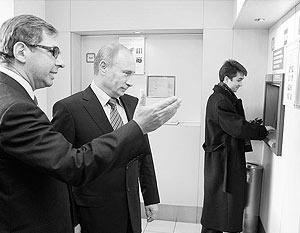 Владимир Путин считает рискованным шагом переводить сбережения из рублей в иностранную валюту