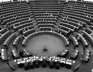 К нерешенным проблемам можно отнести стремление ЕС заменить миссию ООН