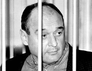 Городской суд Петербурга в пятницу приговорил депутата законодательного собрания Юрия Шутова к пожизненному заключению