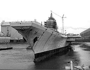 «Адмирал Горшков» больше 15 лет стоит в бассейне 55-го цеха «Севмаша»