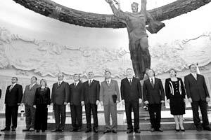 Представители 12 партий, подписавшие соглашение о противодействии национализму, ксенофобии и религиозной розни, инициированное «Единой Россией»