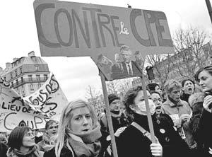 В Париже прошли новые акции протеста студентов против правительственной реформы рынка труда