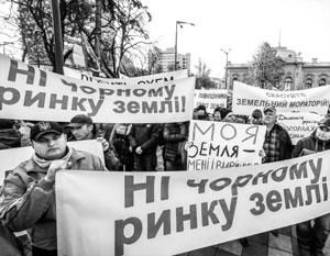 Дальнейшее прохождение закона о земельной реформе будет лишь уменьшать доверие населения к украинской власти