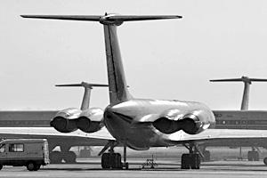 При заходе на посадку самолет Ил-62 не вписался в полосу