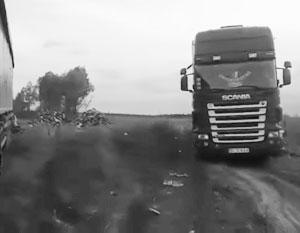 Жители киевских предместий помогли арестовать фуры, которые сбросили им мусор с Западной Украины