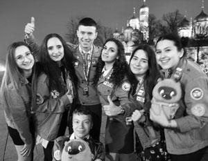 «Ребята путешествуют по стране, видят ее развитие, участвуют в крупнейших проектах», – рассказал Киселев