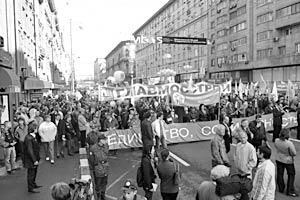 Масштабное первомайское шествие по Тверской улице провела Московская федерация профсоюзов совместно со столичным отделением партии «Единая Россия»