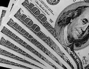 От доллара стали избавляться