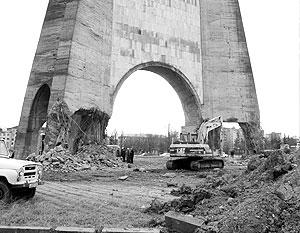 Снос памятника шел больше недели