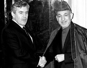 Гордон Браун согласился с Хамидом Карзаем в том, что талибов оружием не победить