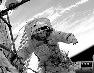 Экипажу Endeavour предстоят еще два выхода в открытый космос