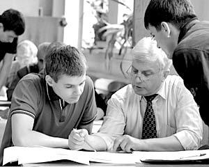 Поступить в институт после школы старается большинство молодых россиян