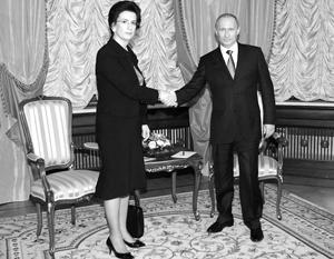 Премьер Владимир Путин готов искать выход из тупика в грузино-российских отношениях вместе с «железной» Нино Бурджанадзе
