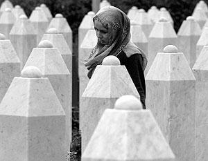 На кладбище в Сребренице захоронены почти 8 тысяч мусульман, убитых сербами