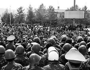 Эксперты уверены, смена власти в Киргизии практически неизбежна