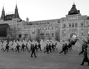 Парад Победы на Красной площади должен объединять людей, а не плодить новые обиды