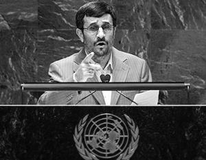 И с трибуны ООН, и на пресс-конференции в расположенном напротив отеле «Миллениум»  Ахмадинежад снова и снова уверял весь мир, что Иран не собирается создавать ядерное оружие