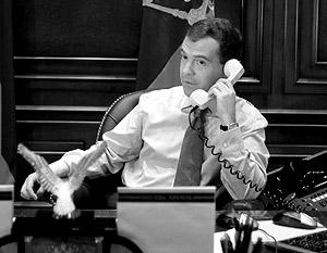 До июня Дмитрию Медведеву придется общаться с Бараком Обамой лишь по телефону