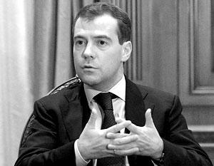 По мнению Медведева, США и Евросоюз лишь усложняют ситуацию с Ираном