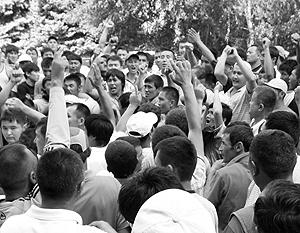 Националистически настроенная молодежь протестовала в Бишкеке против появления полицейской миссии ОБСЕ