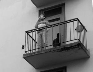Уже со вторника курение на балконе станет в России административным нарушением