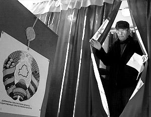 Депутаты Госдумы связали антироссийскую риторику белорусского лидера с избирательной кампанией в стране. На фото – выборы президента Белоруссии в 2006 году