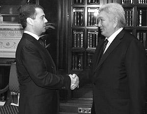 Феликс Кулов стал единственным киргизским политиком, которого в канун выборов принял Дмитрий Медведев