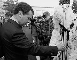 Дмитрий Медведев на ощупь оценил уровень подготовки бойцов к охоте за боевиками