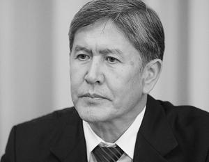 Алмазбек Атамбаев начал свое правление с того, что сохранил американскую авиабазу
