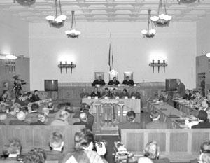 В зале суда во время открытия судебного процесса по делу ГКЧП