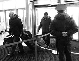 До теракта в аэропорту Домодедово позволялось идти мимо рамки