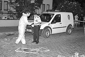Первый взрыв произошел в микроавтобусе, следовавшем по маршруту Мармарис - Армуталан