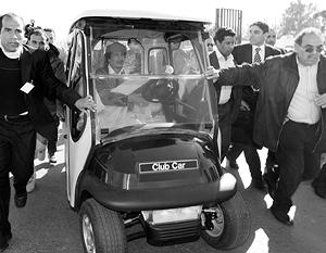 Чавес пытается спасти полковника Каддафи от переезда в Гаагу