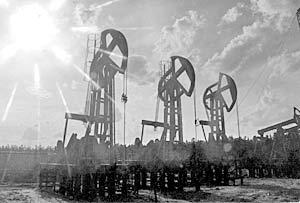Дорогая нефть не только приносит сверхприбыли их нефтяным корпорациям, но и сдерживает их стратегических конкурентов