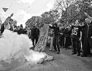 По мнению львовских депутатов, юные бандеровцы 9 мая оказались жертвами спланированной в ФСБ провокации
