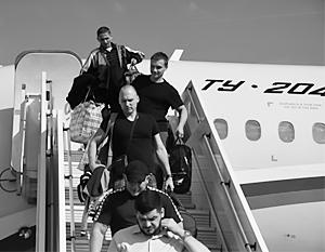 Освобожденные из украинского плена приземлились в аэропорту Внуково