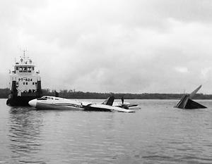 Ан-24 вынужденно сел на реке Обь из-за разрушения левого двигателя в воздухе