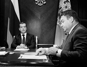 Дмитрий Медведев разрешил Анатолию Сердюкову жаловаться на проблемы с ГОЗ ему лично