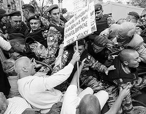 Чтобы освободить для Юлии Тимошенко дорогу в тюрьму, «беркутовцам» пришлось рассекать толпу ее сторонников