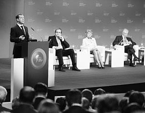 Дмитрий Медведев на форуме призвал не «закручивать гайки»